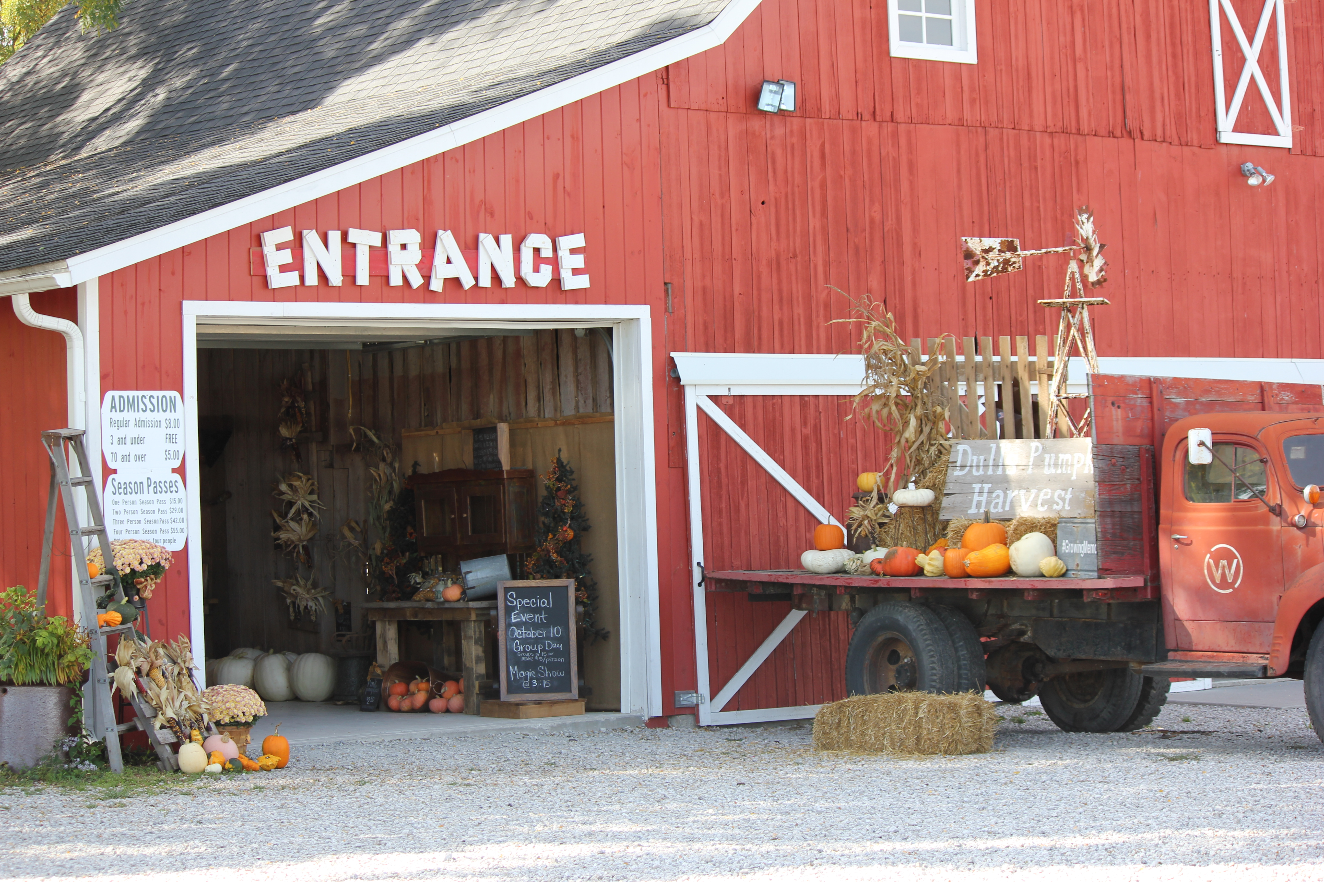 Pick your own pumpkins from Dull's Tree Farm in Thorntown, IN near Frankfort and Lebanon.